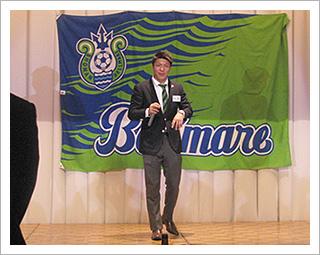 同パーティーで一発芸を披露する大槻周平選手